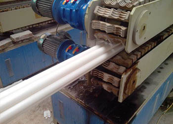 七孔梅花管生产设备2